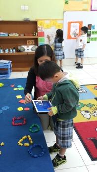幼儿园的小班运用ipad学习中文